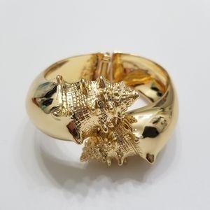 Lilly Pulitzer Nautilus Bangle in Metallic Gold